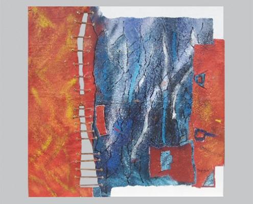 Nowhere else Matières : papiers sur toiles, acrylique, corde Dim. : 1 x1 m Il y a des chemins qui ne mènent nulle part, des sentiers interdits qui traversent des « no man's land » , des impasses murées.  Libre errance ou vagabondage de luxe. Ni ici, ni là, ni ailleurs, c'est toujours être quelque part.  Le blues toujours, parce que vivre est souffrance. Des éclaircies parfois, brefs instants de légèreté , balayées ou rejetées. Mais que ce soit ici ou ailleurs, des oasis colorent l'existence et brûlent les corps et les âmes. Des couleurs qui embrasent, des émotions qui enflamment, des sensations qui s'éternisent et nous donnent l'impression d'être immortel. Ce n'est qu'impression. Et puis surtout des silences , un vide comme une rupture dans la toile mais qui trament l'existence. Toujours. Des liens qui persistent. Otage. Enfin. Des liens rompus . Liberté.